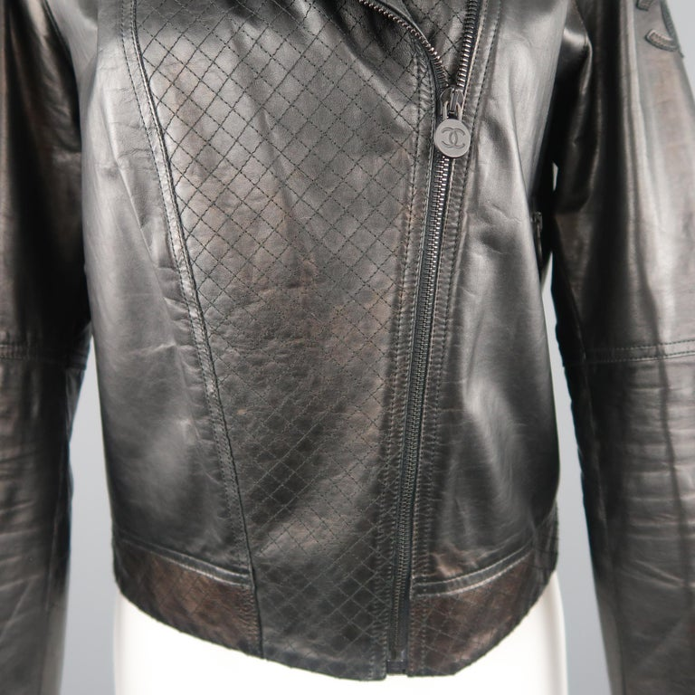 CHANEL Leather Jacket - Size 10 Black Quilted Leather CC Zip Motorcycle Jacket For Sale 2