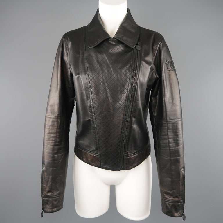 CHANEL Leather Jacket - Size 10 Black Quilted Leather CC Zip Motorcycle Jacket In Good Condition For Sale In San Francisco, CA