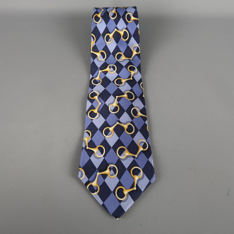 GUCCI tie come in purple silk  with an all over rhombus print. Made in Italy.   Excellent Pre-Owned Condition.   Width: 4 in.