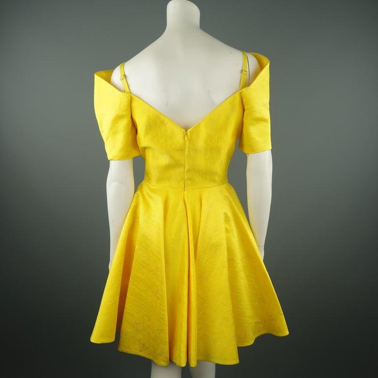ALEXANDER MCQUEEN - Spring 2013 Runway 8 Yellow Silk Off Shoulder Cocktail Dress For Sale 7