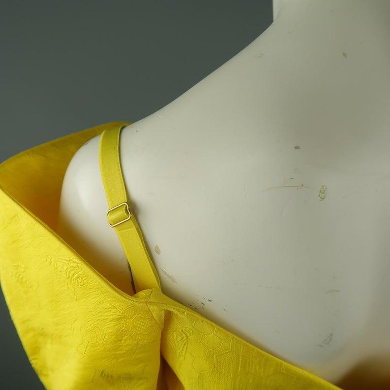 ALEXANDER MCQUEEN - Spring 2013 Runway 8 Yellow Silk Off Shoulder Cocktail Dress For Sale 6