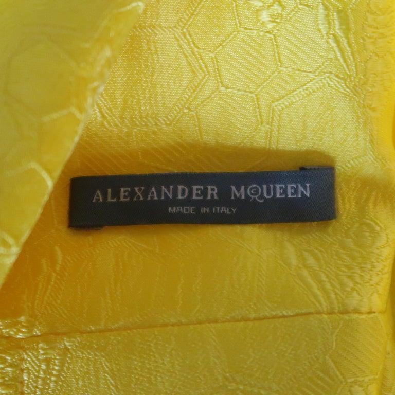 ALEXANDER MCQUEEN - Spring 2013 Runway 8 Yellow Silk Off Shoulder Cocktail Dress For Sale 8