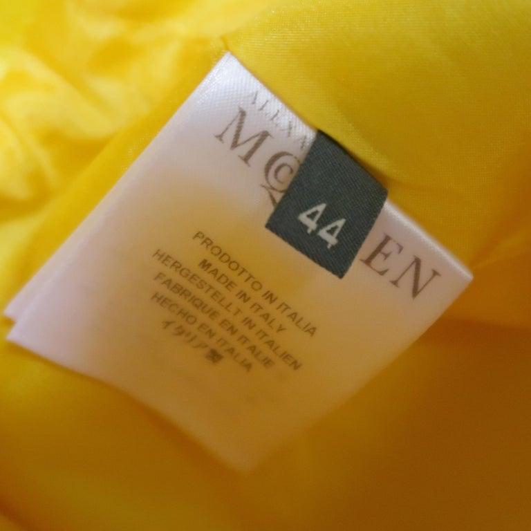 ALEXANDER MCQUEEN - Spring 2013 Runway 8 Yellow Silk Off Shoulder Cocktail Dress For Sale 9