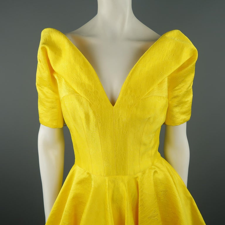 ALEXANDER MCQUEEN - Spring 2013 Runway 8 Yellow Silk Off Shoulder Cocktail Dress In Excellent Condition For Sale In San Francisco, CA