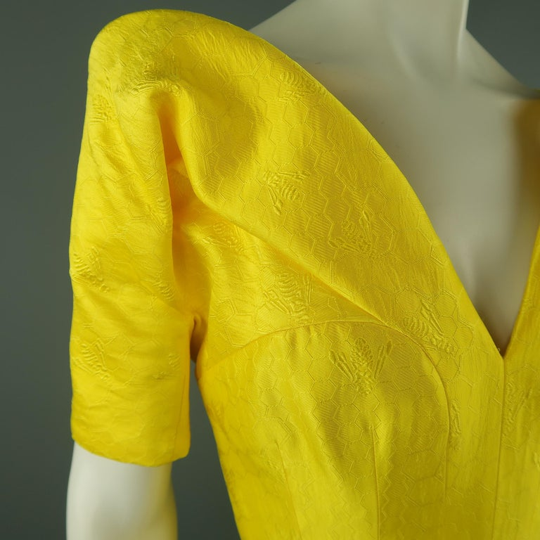 Women's ALEXANDER MCQUEEN - Spring 2013 Runway 8 Yellow Silk Off Shoulder Cocktail Dress For Sale