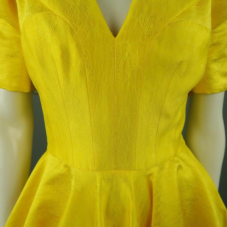 ALEXANDER MCQUEEN - Spring 2013 Runway 8 Yellow Silk Off Shoulder Cocktail Dress For Sale 1