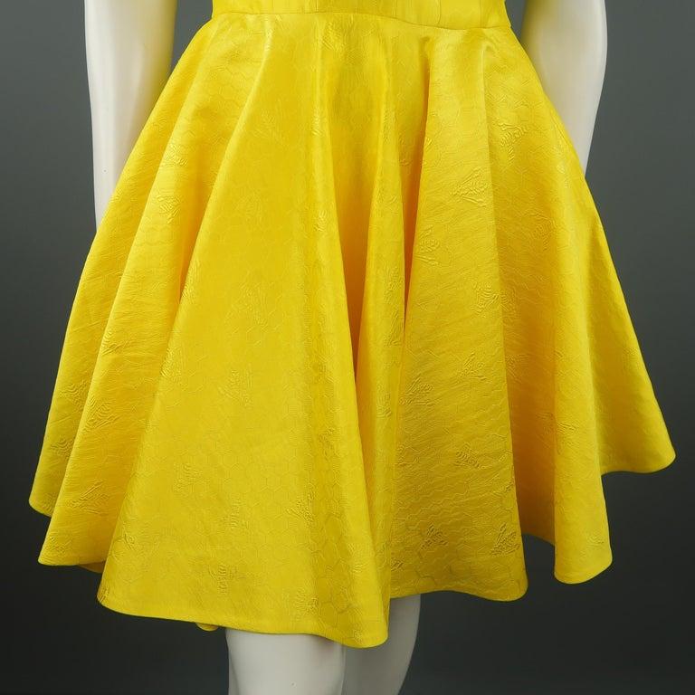 ALEXANDER MCQUEEN - Spring 2013 Runway 8 Yellow Silk Off Shoulder Cocktail Dress For Sale 2