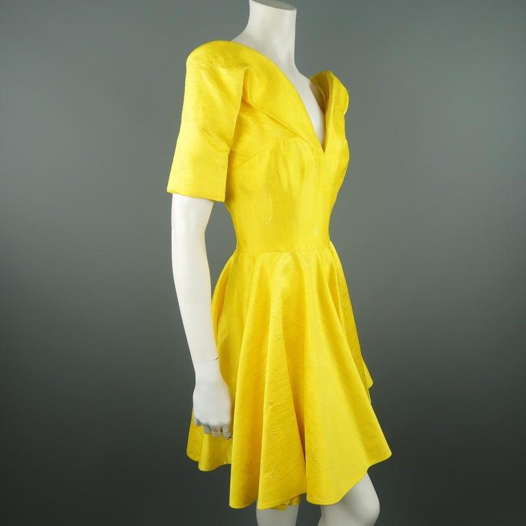ALEXANDER MCQUEEN - Spring 2013 Runway 8 Yellow Silk Off Shoulder Cocktail Dress For Sale 4
