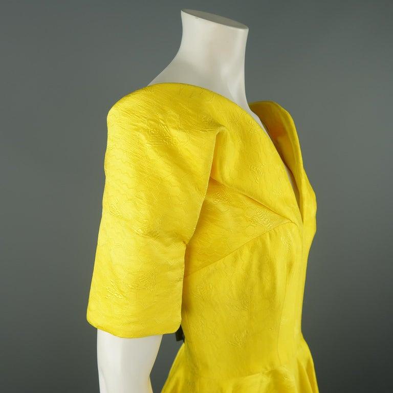 ALEXANDER MCQUEEN - Spring 2013 Runway 8 Yellow Silk Off Shoulder Cocktail Dress For Sale 5