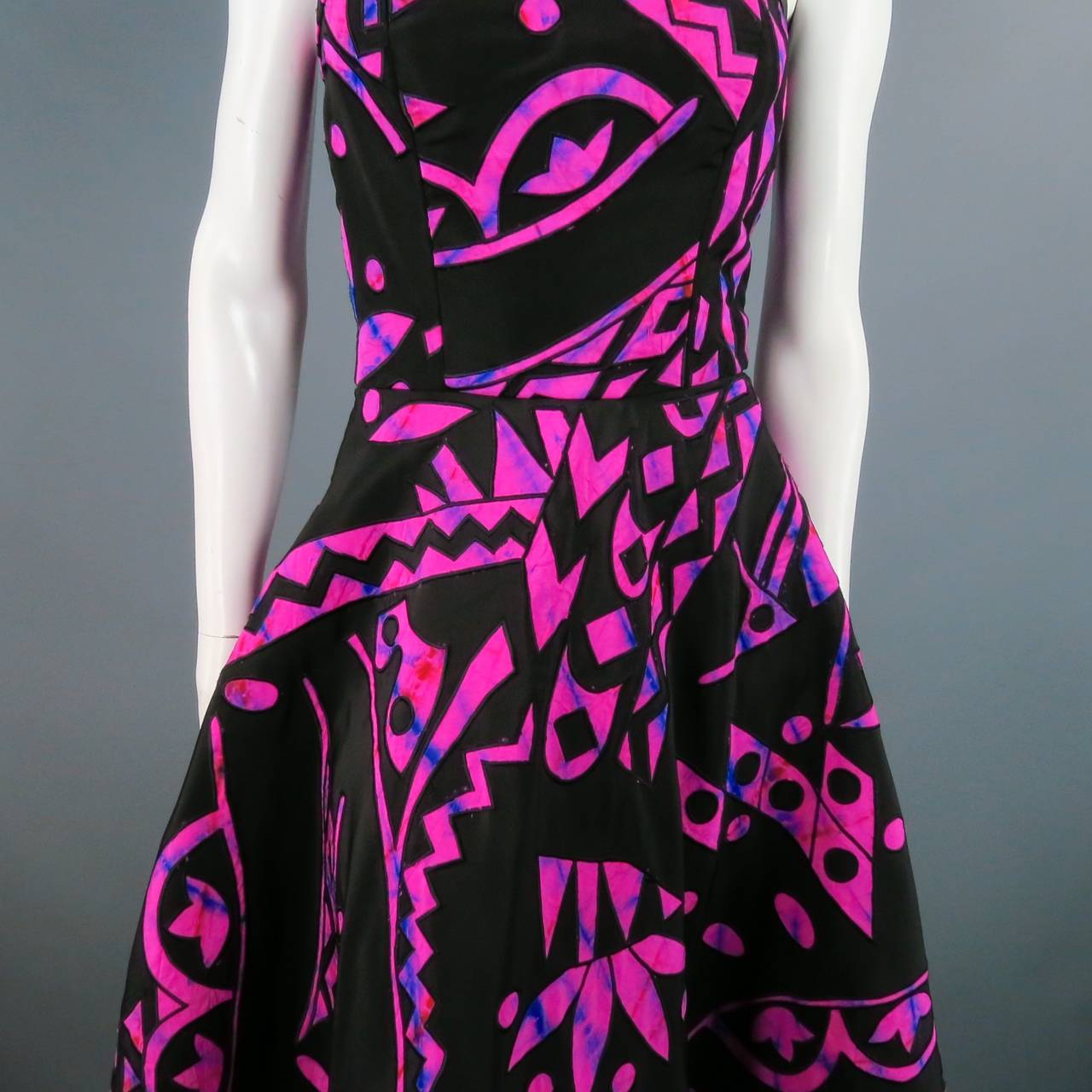 2015's OSCAR DE LA RENTA Size 4 Fuschia Silk Strapless Tribal Cocktail Dress For Sale 2
