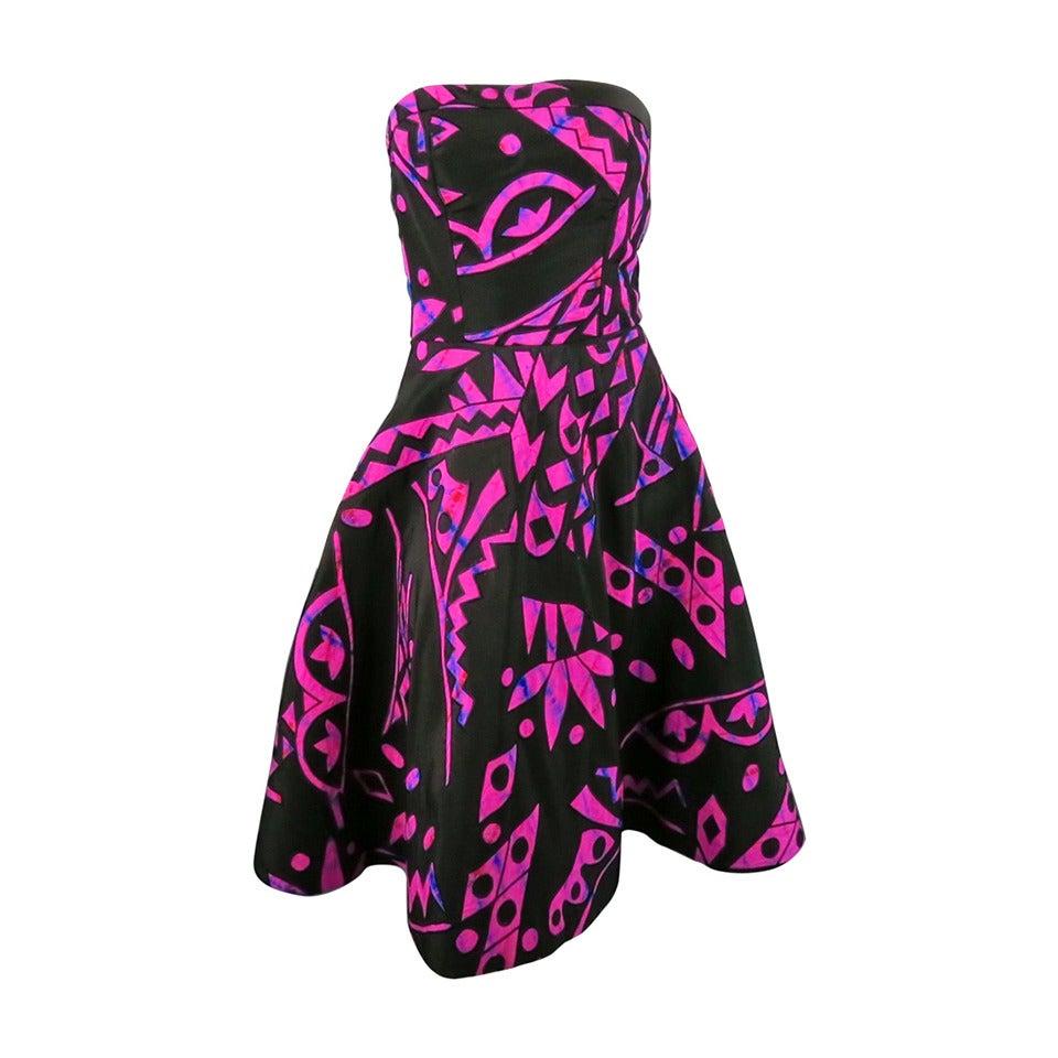 2015's OSCAR DE LA RENTA Size 4 Fuschia Silk Strapless Tribal Cocktail Dress For Sale