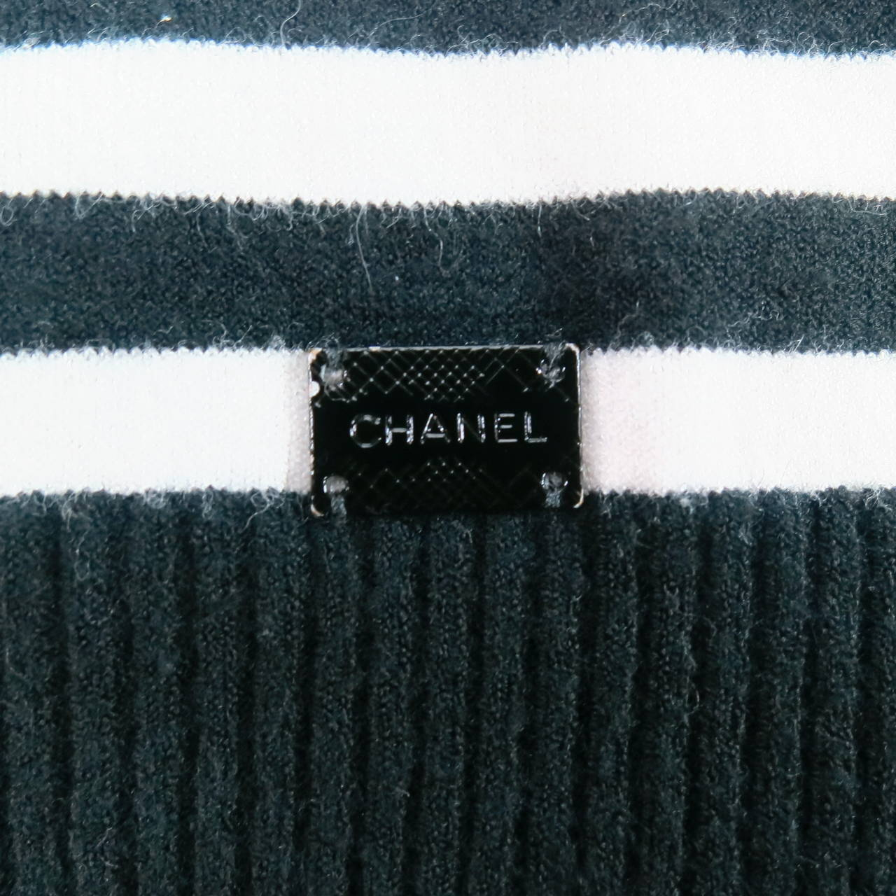 Classic CHANEL Size 6 Black and White Viscose Blend Stripe Sailor Sweater For Sale 4