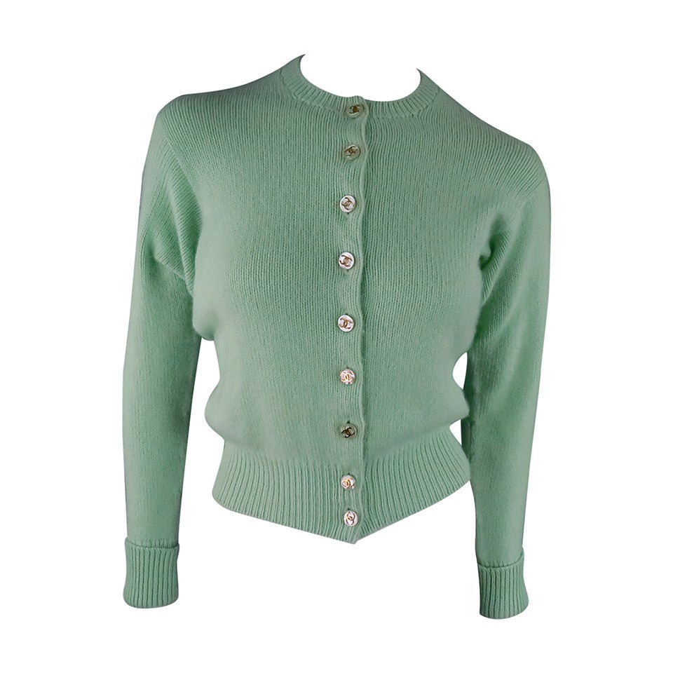 Vintage CHANEL Size M Mint Green Cashmere Cardigan 1