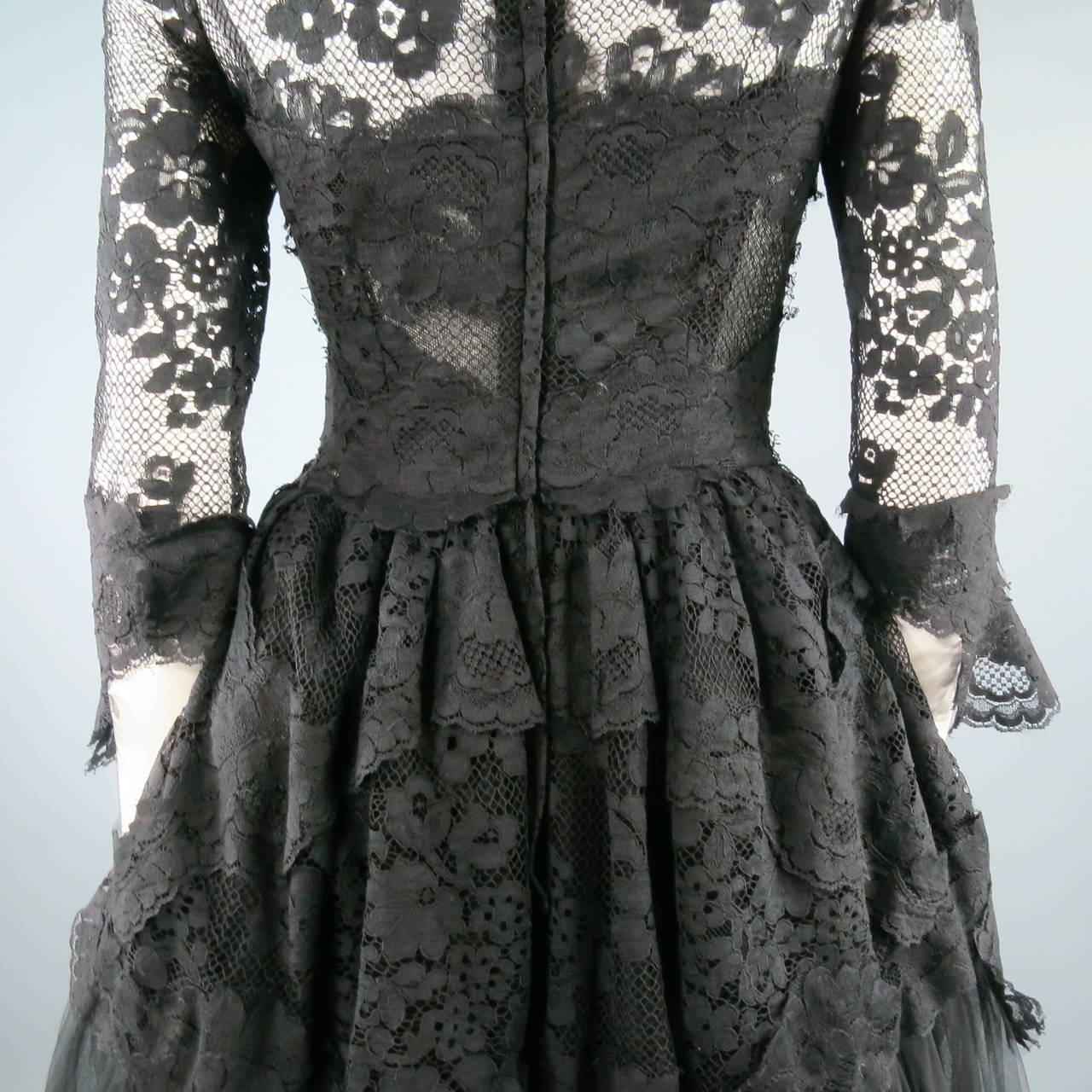 DOLCE & GABBANA Size 6 Black Lace Cocktail Dress For Sale 3