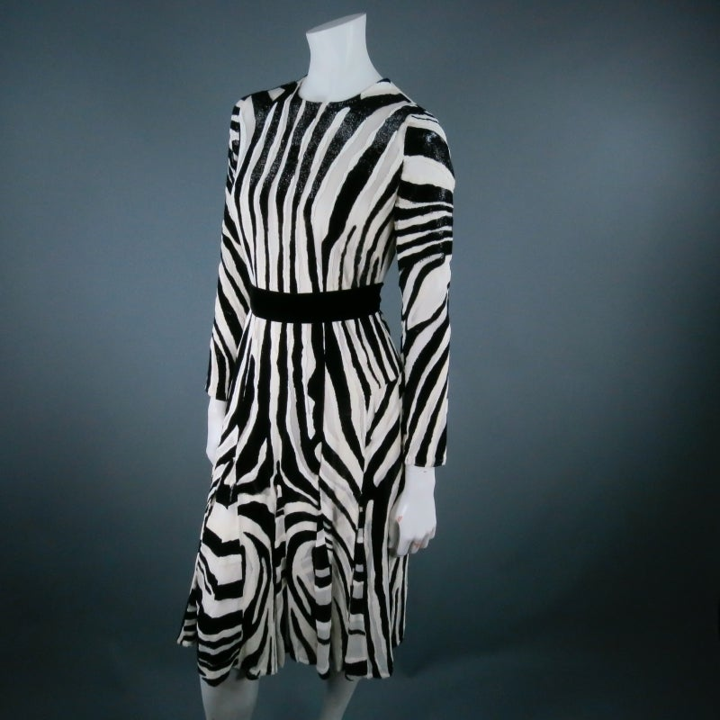 Fall 2013's TOM FORD Size 6 Zebra Tinsel Silk Pleated Dress For Sale 2