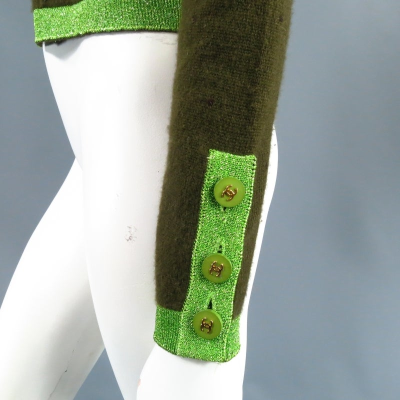CHANEL Size 6 Olive Sequin Cashmere Green Sparkle Lurex Trim Cardigan Set 1998 In Excellent Condition For Sale In San Francisco, CA