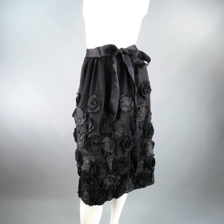 Fabulous Fall Winter 2006 Collection skirt by OSCAR DE LA RENTA. This unique piece comes in a soft structured wool Angora blend with velvety texture and features a pleated waist, satin ribbon bow waist band, bubble pencil silhouette, and beautiful
