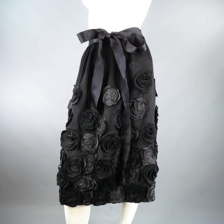OSCAR DE LA RENTA Size 6 Black Wool / Angora Floral Embellished Skirt 2006 For Sale 1