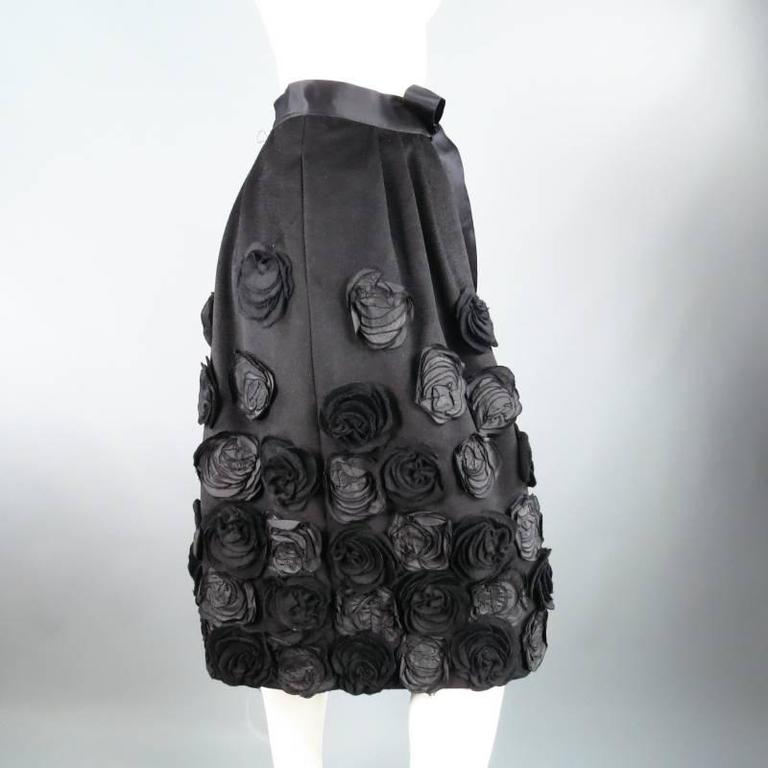 OSCAR DE LA RENTA Size 6 Black Wool / Angora Floral Embellished Skirt 2006 For Sale 3