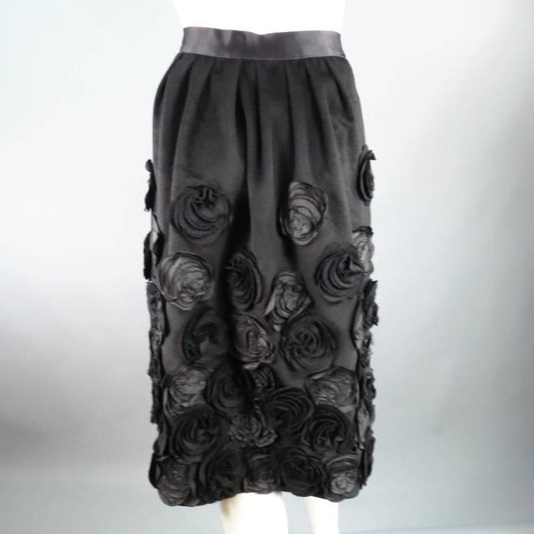 OSCAR DE LA RENTA Size 6 Black Wool / Angora Floral Embellished Skirt 2006 For Sale 4