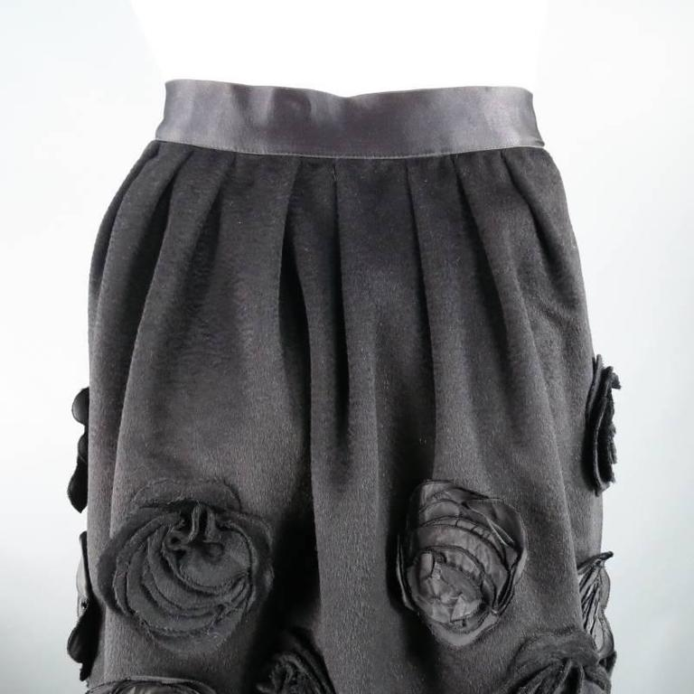 OSCAR DE LA RENTA Size 6 Black Wool / Angora Floral Embellished Skirt 2006 For Sale 5