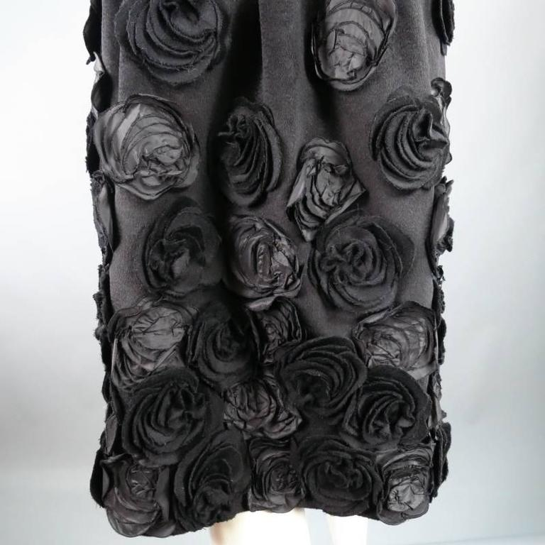 Women's OSCAR DE LA RENTA Size 6 Black Wool / Angora Floral Embellished Skirt 2006 For Sale