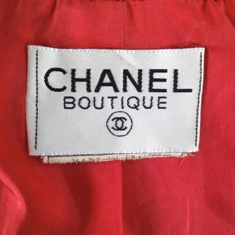 Vintage 1980s 1990s CHANEL Size M Red Wool Tweed Gold Button Hourglass Jacket 6