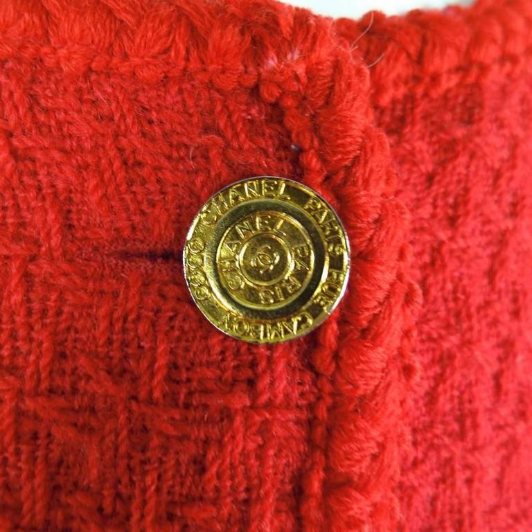 Vintage 1980s 1990s CHANEL Size M Red Wool Tweed Gold Button Hourglass Jacket 3