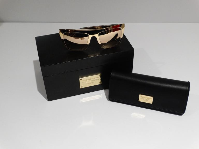 2012 SS Dolce & Gabbana 18ct Plated Gold Mirror Framed Sunglasses In New never worn Condition For Sale In Scottsdale, AZ
