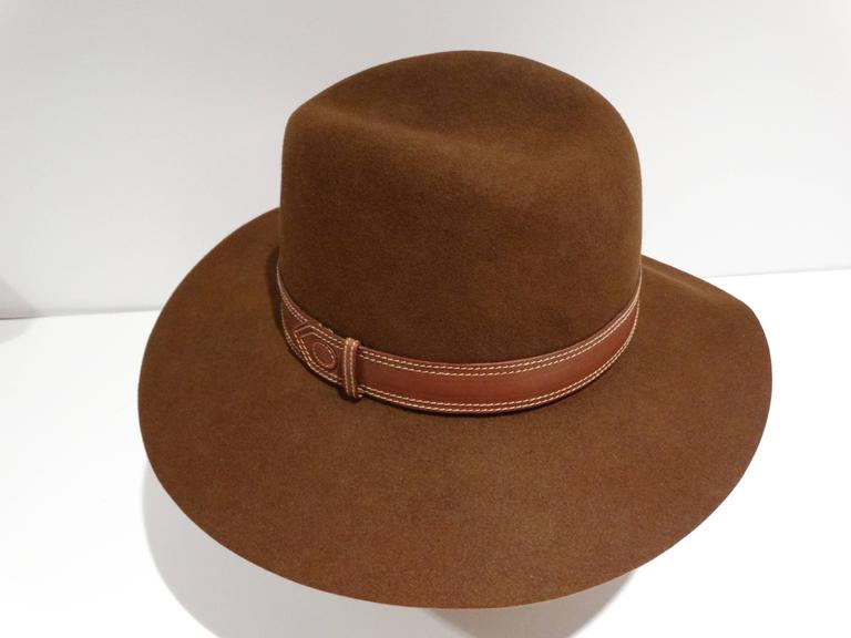 """Extremely Rare and Perfect for this fall/winter 1970's Gucci Felt hat in tobacco. This hat is felt and has a wide brim with a leather band. This hat has a bohemian feel to it marked a size 6 1/2 made in Italy   Measurements: Flat:  3.75"""" Brim,19"""""""