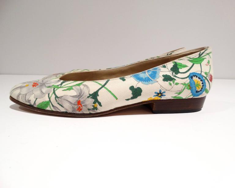 """1980s Gucci """"Flora"""" Print Flats  7"""