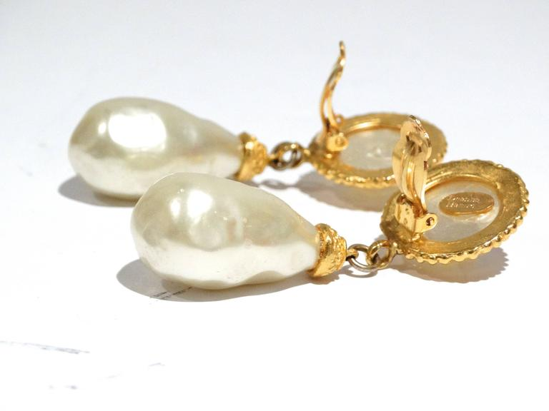 1990s Deanna Hamro Pearl Earrings In Good Condition For Sale In Scottsdale, AZ