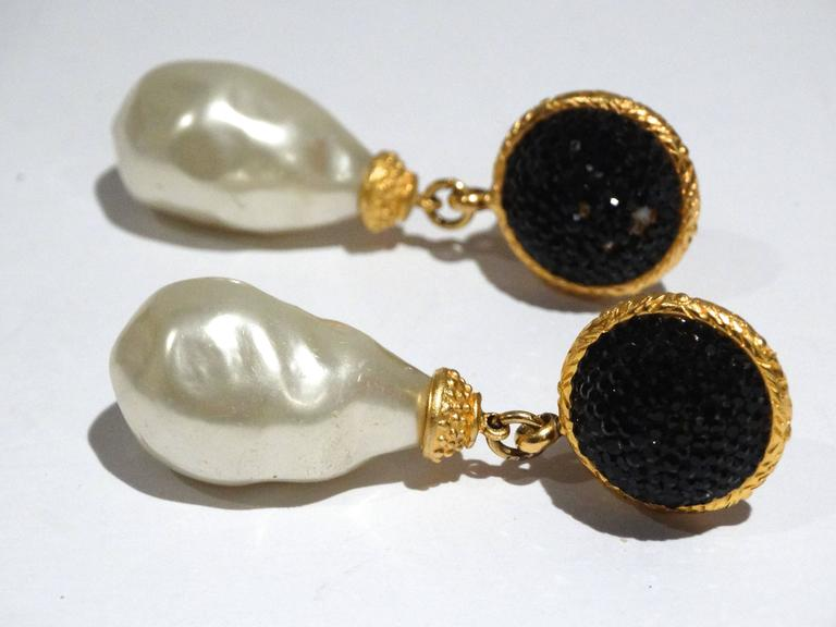 1990s Deanna Hamro Black Crystal Diamente Gold Tone Earrings In Good Condition For Sale In Scottsdale, AZ