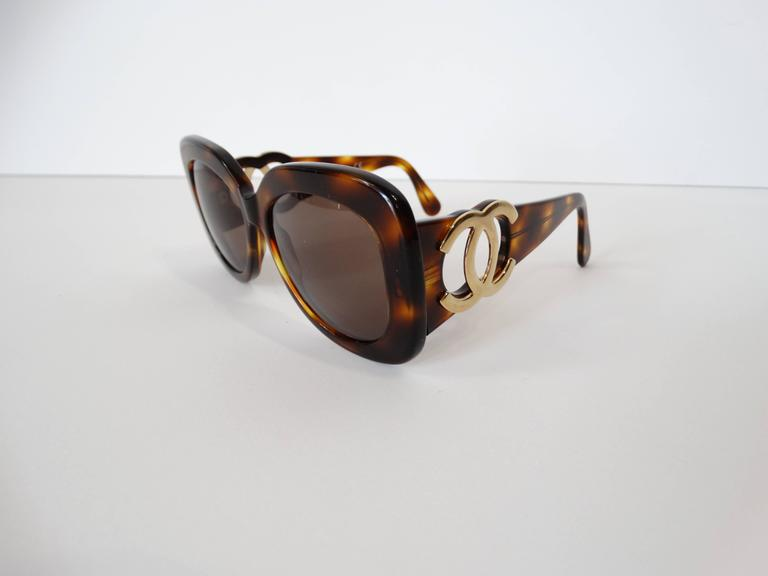 1990s Chanel Tortoise Shell Mod Sunglasses  For Sale 2