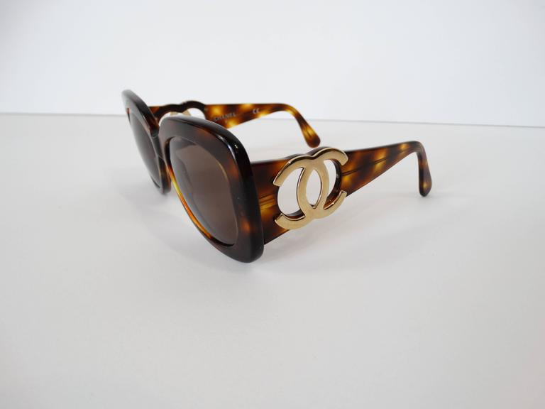 1990s Chanel Tortoise Shell Mod Sunglasses  For Sale 3