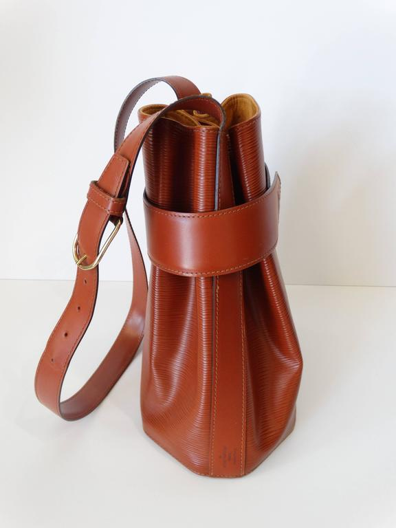 61dd2b6d58d0 Rare !990s Louis Vuitton Epi Leather Bucket Bag In Excellent Condition For  Sale In Scottsdale
