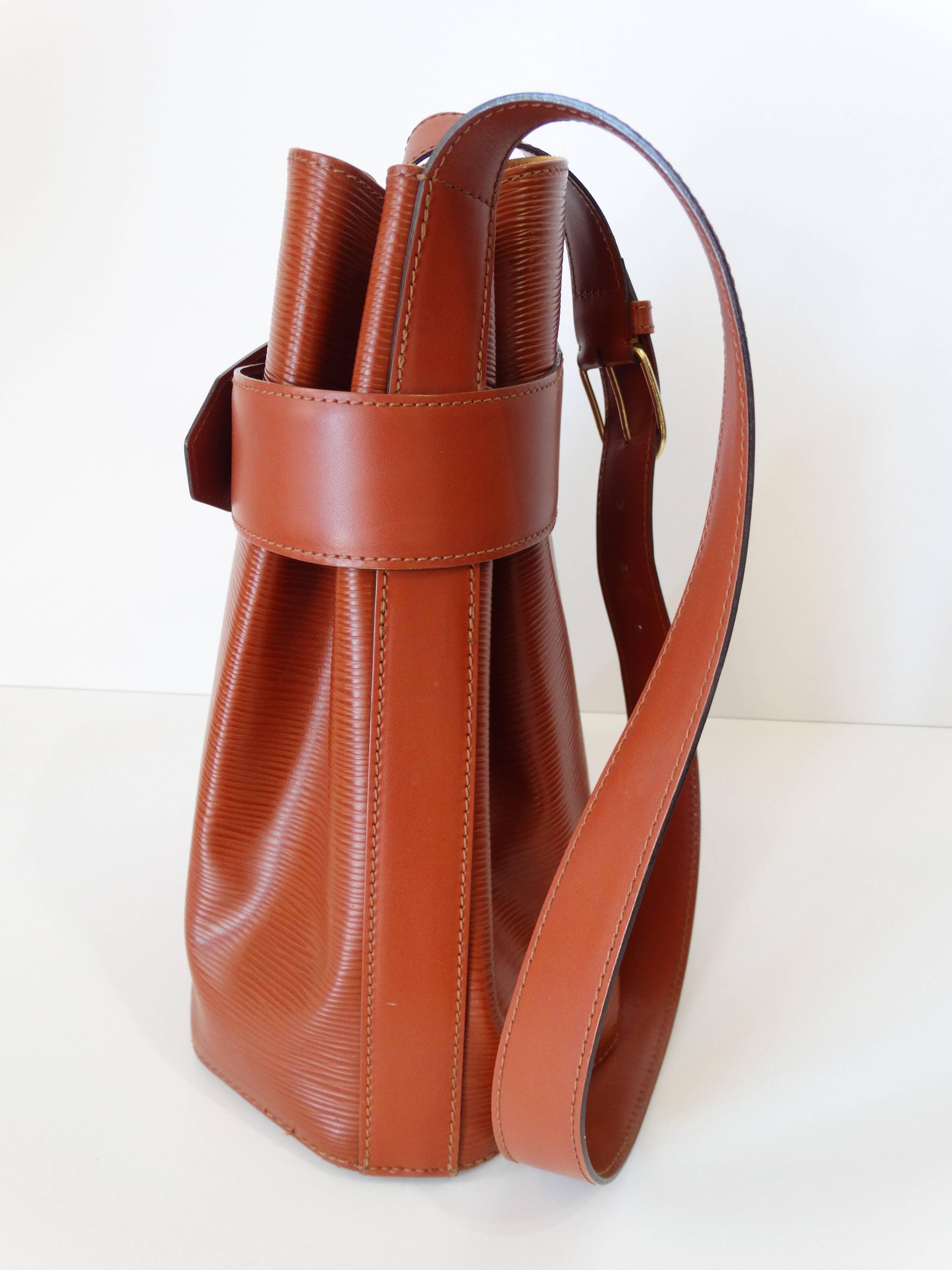ed8833e7808d Rare !990s Louis Vuitton Epi Leather Bucket Bag at 1stdibs
