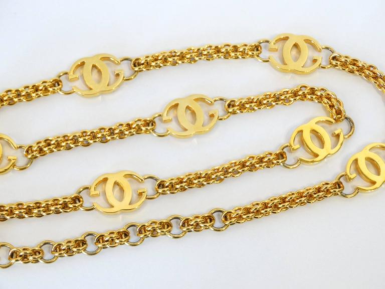 So GUCCY....this is a fabulous 1985 signed Gucci GG link belt in plated gold with adjustable sizing. Signed Gucci Made in Italy 85 could worn as a necklace as well. comes in original packaging   Measurements   Total Length 39 inches size adjusts