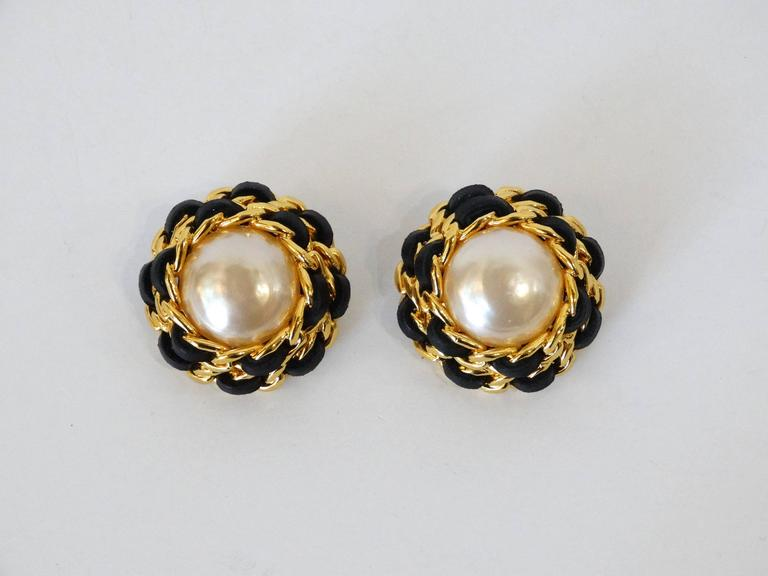 Women's 1980s Chanel Pearl Double Chain Earrings For Sale