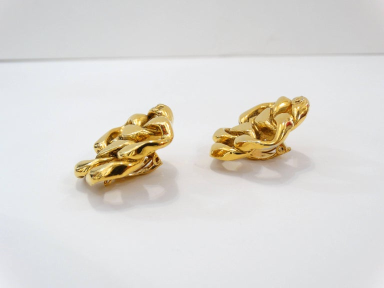 1980s Chanel Gold Chain Clip On Earrings In Excellent Condition For Sale In Scottsdale, AZ