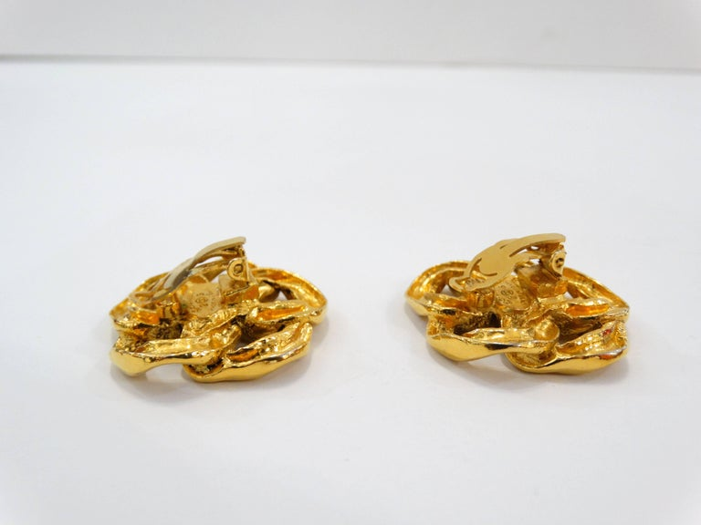 1980s Chanel Gold Chain Clip On Earrings For Sale 1