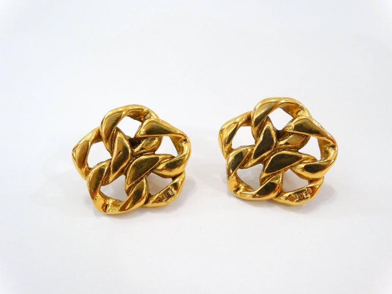 1980s Chanel Gold Chain Clip On Earrings For Sale 2
