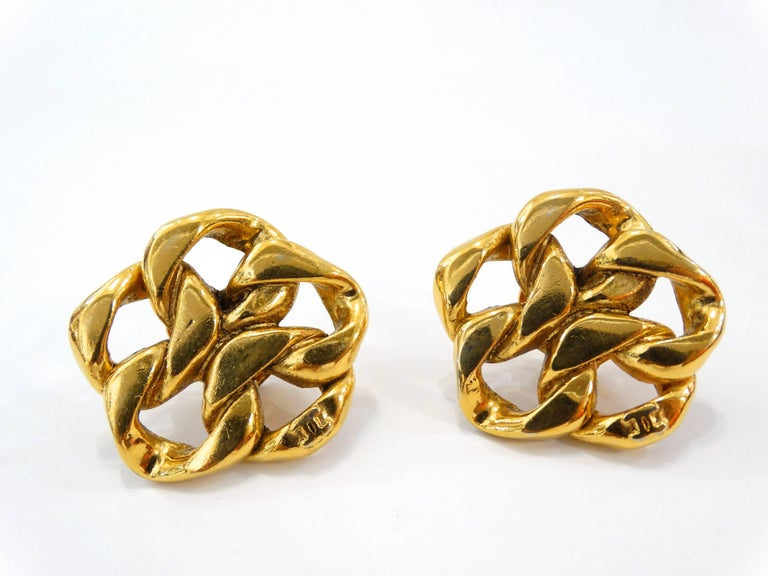 1980s Chanel Gold Chain Clip On Earrings For Sale 4
