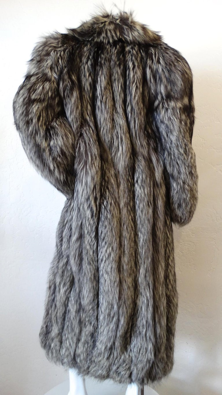 Rare 1980s James Galanos Silver Fox Fur Coat  In Excellent Condition For Sale In Scottsdale, AZ