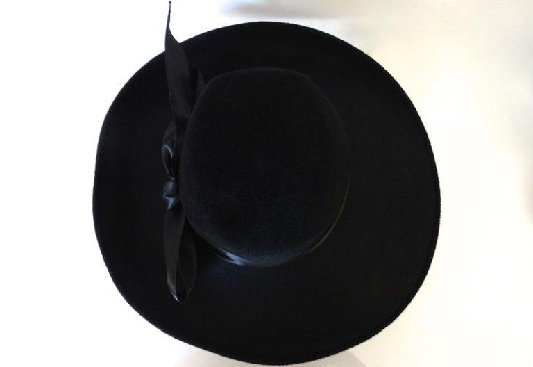 1960s Leslie James Genuine Black Velour Wide Brim Bowler Hat In Good Condition For Sale In Scottsdale, AZ