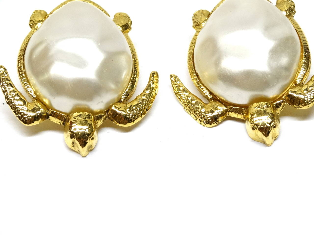 1980's Chanel Pearl Sea Turtle Earring For Sale 3