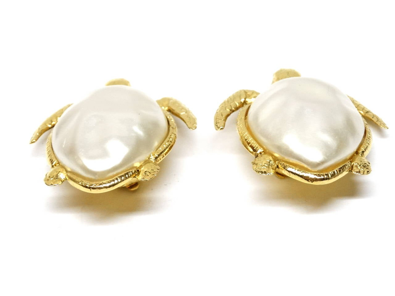 1980's Chanel Pearl Sea Turtle Earring For Sale 1