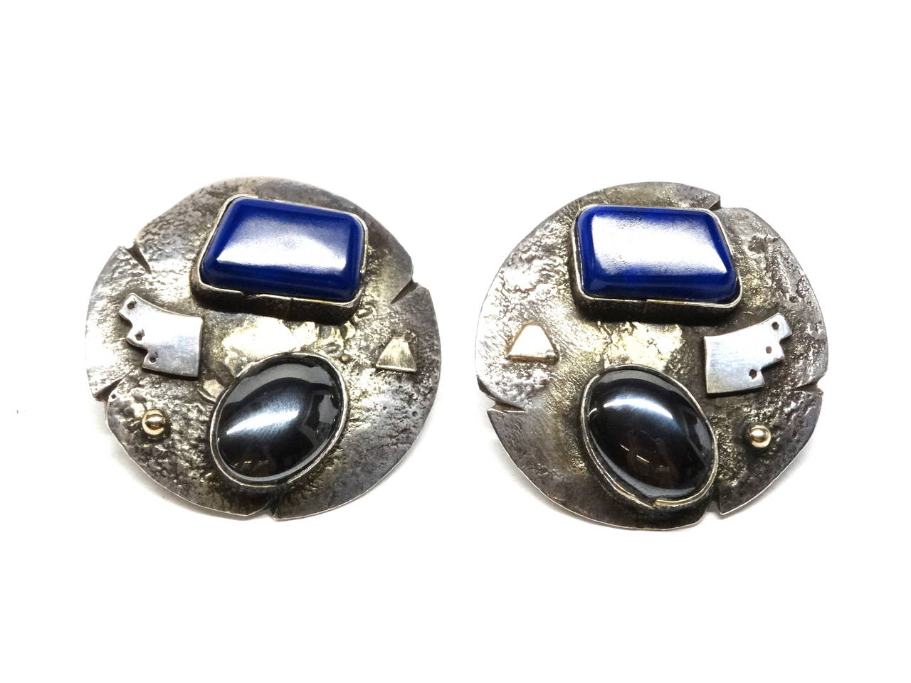 Anglo-Indian 1980s Jolene A Eustace Cochiti Zuni 925/14K Gold Lapis Earrings For Sale
