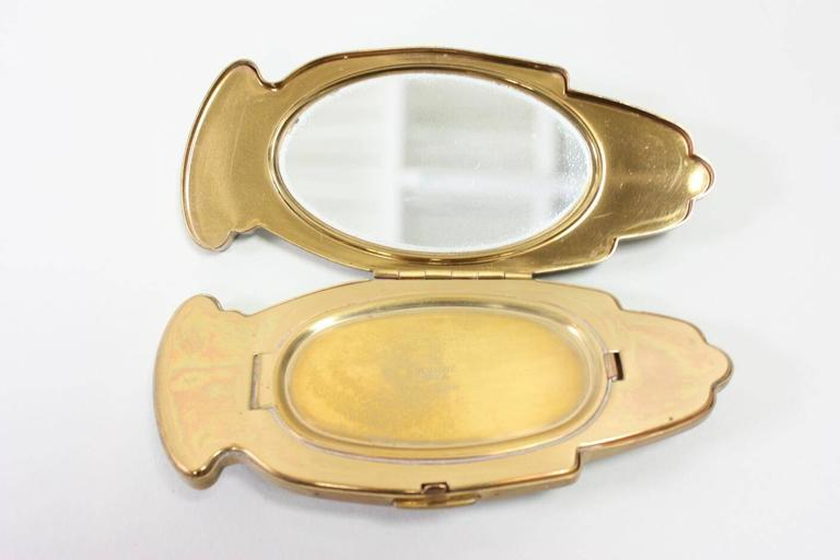 1940's Volupte Figural Hand Compact 4