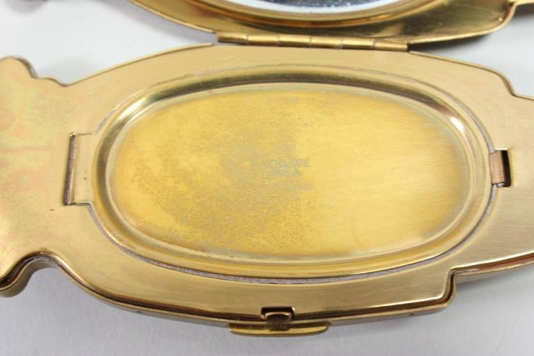 1940's Volupte Figural Hand Compact For Sale 1